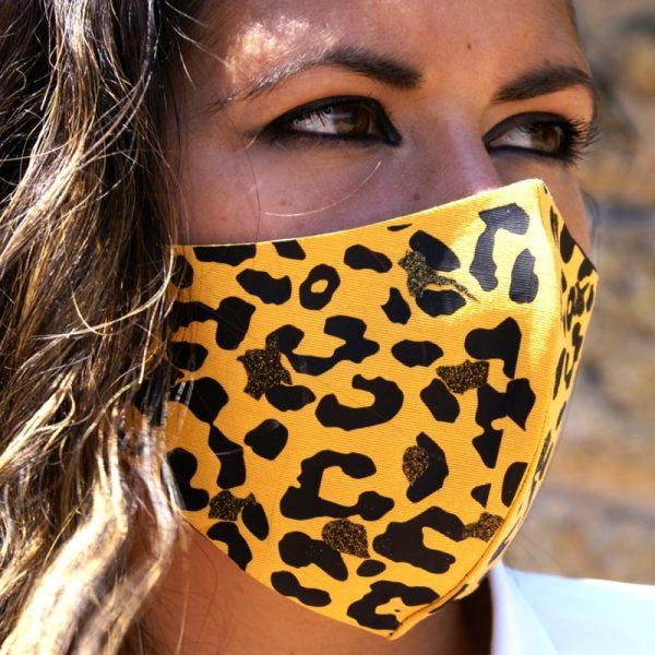 Mascarilla Reutilizable Amarilla Diseño Leopardo Negro Glitter Dorado 2