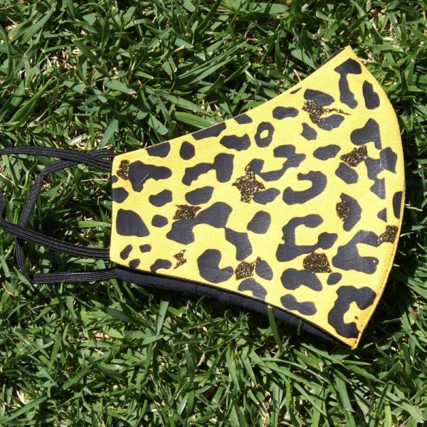 Mascarilla Reutilizable Amarilla Diseño Leopardo Negro Glitter Dorado 3
