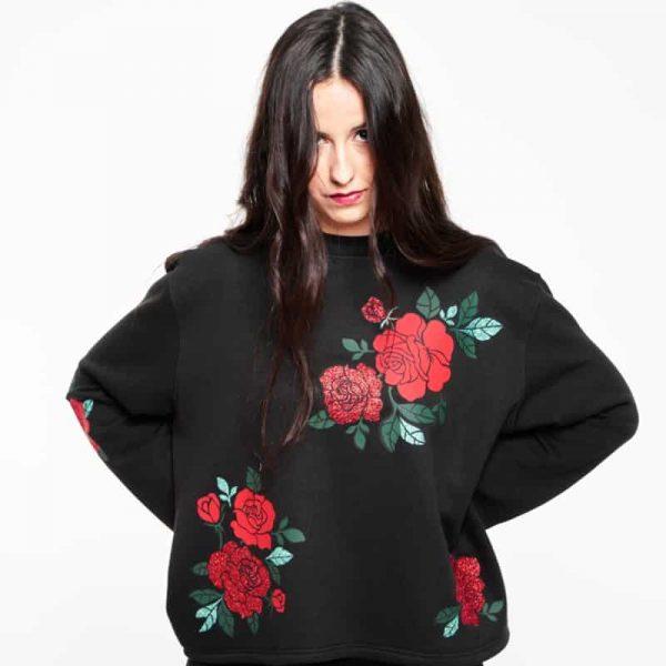 sudadera oversize corta eternal roses negra 1